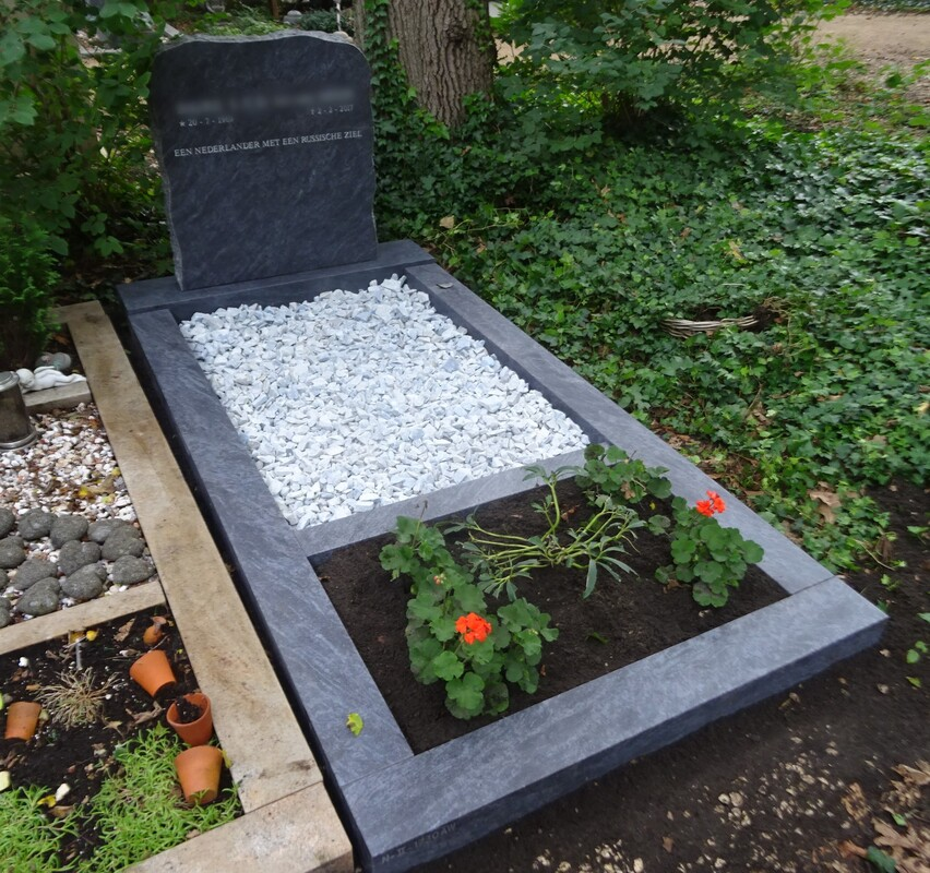 Graf opzet met grafsteen