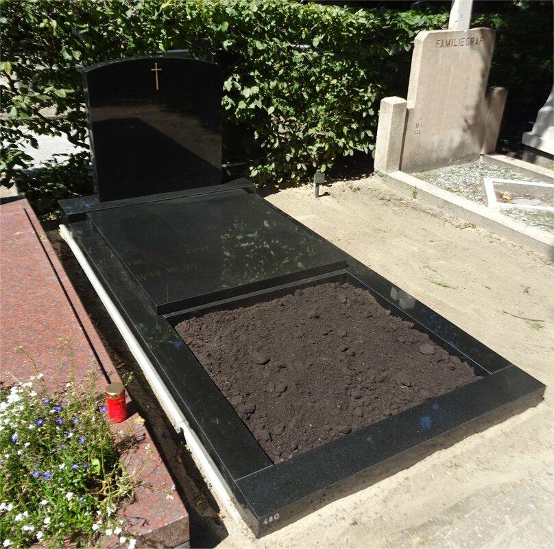 Zwarte Klassieke Grafsteen