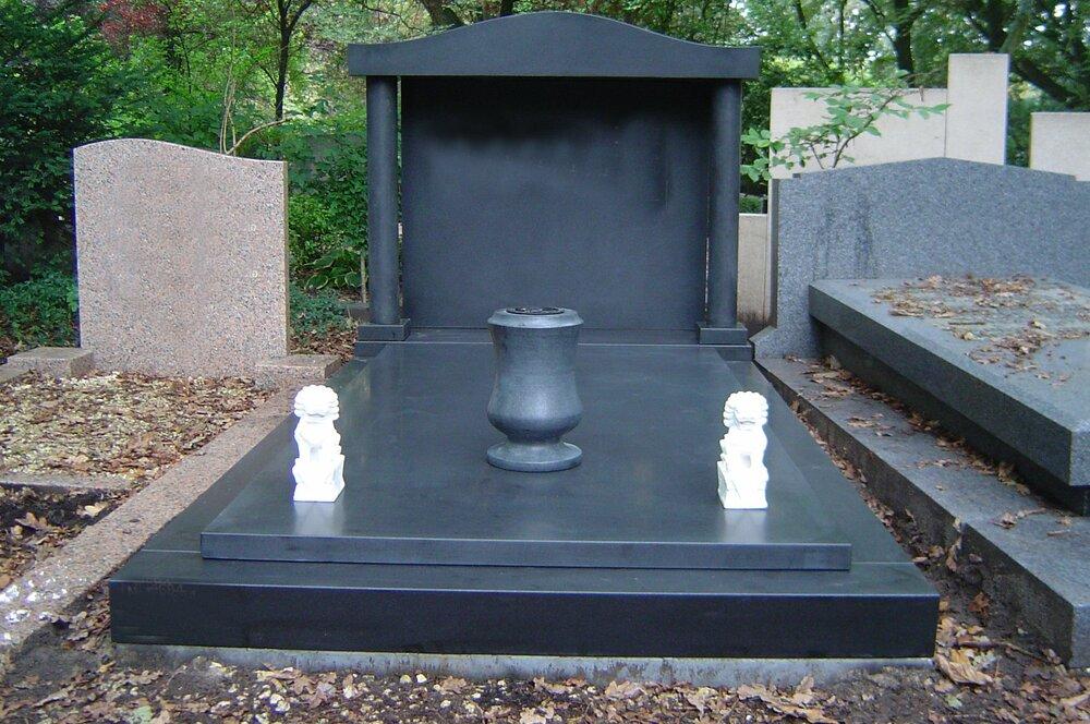 Grafsteen met Urn